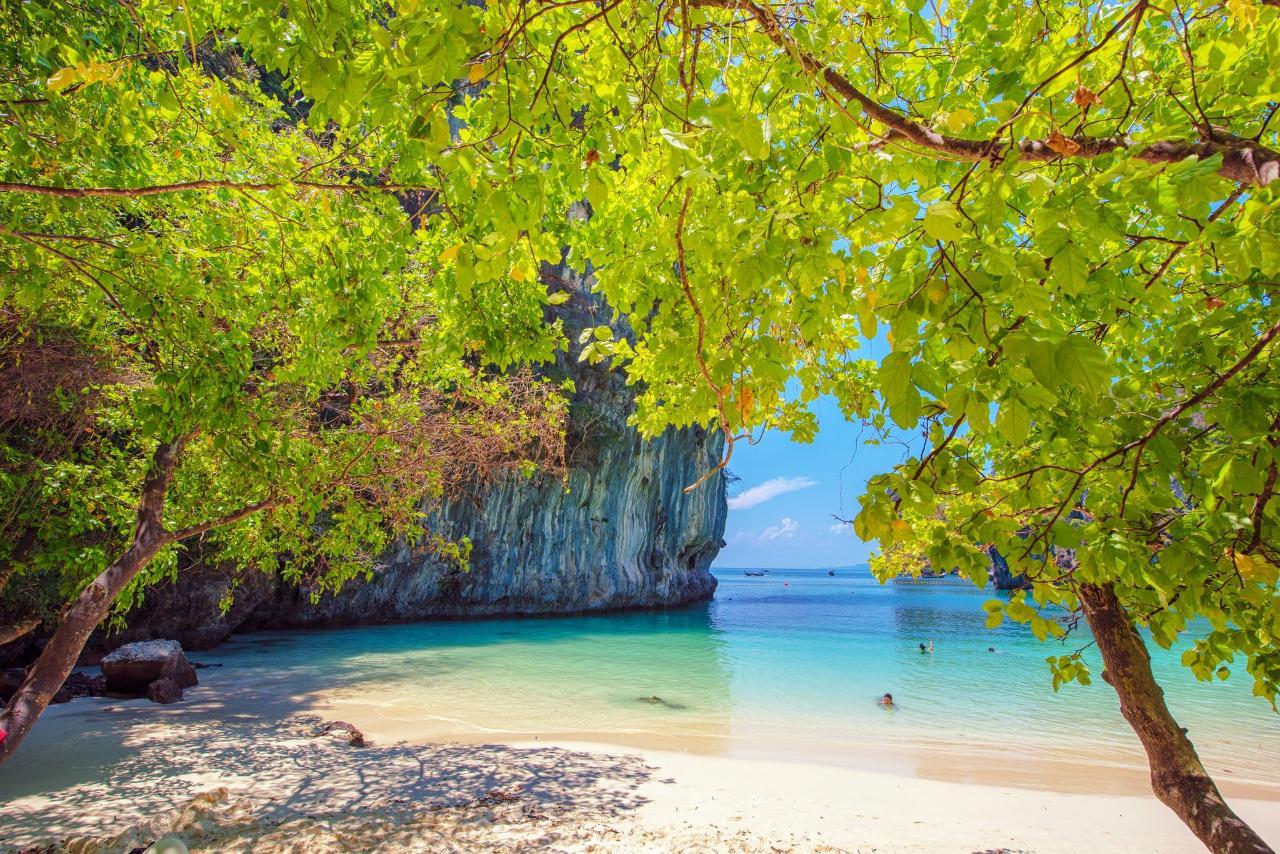 Private Premium Hong Islands by Speedboat