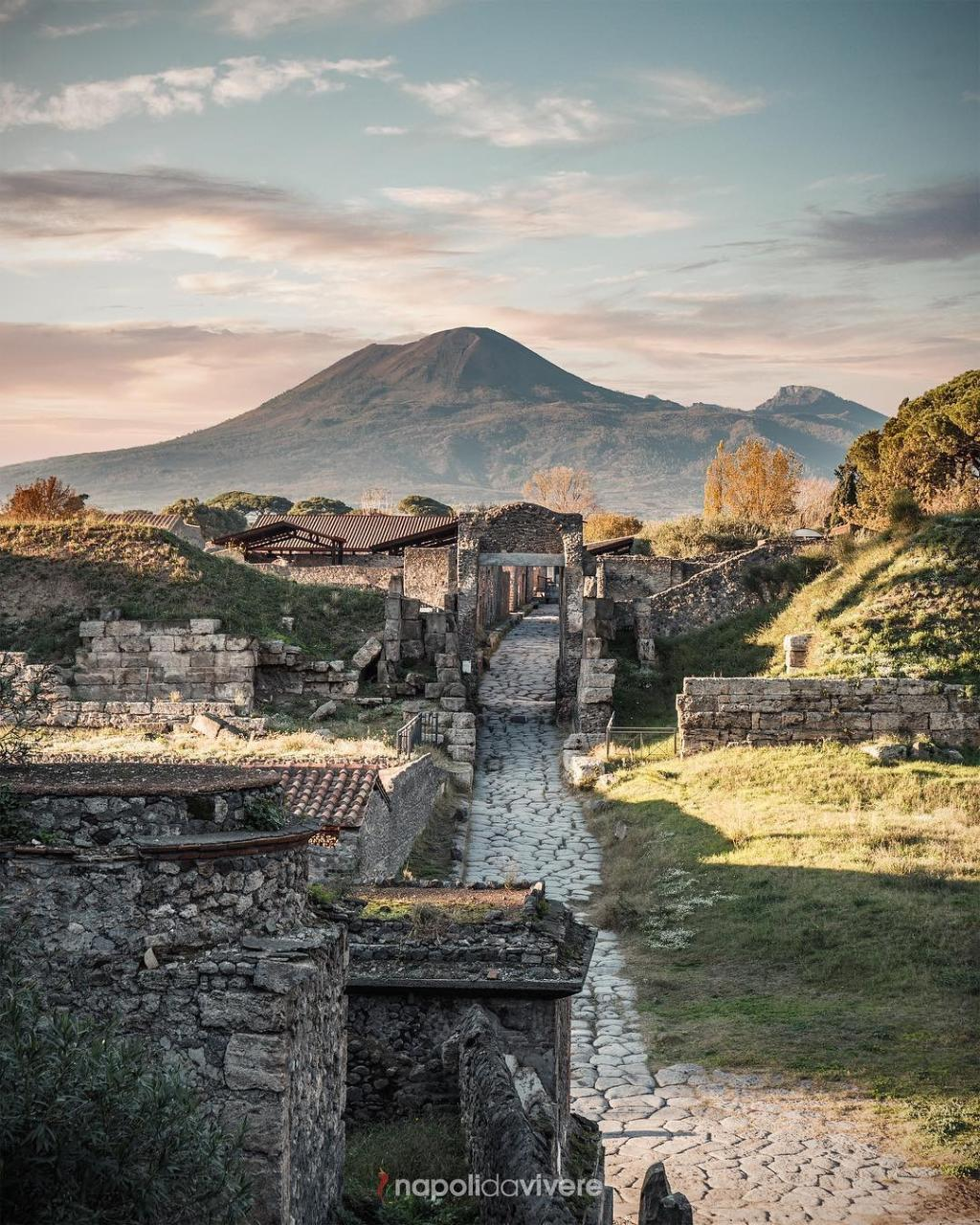 Pompeii and Vesuvius sightseeing Day Excursion from Rome