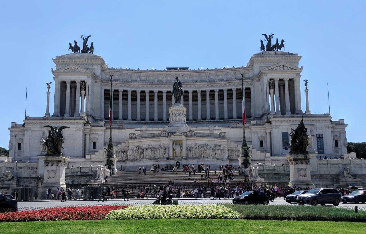 Ancient Rome Private Guided Walking Tour: Colosseum, Forum, Palatine Hill, Piazza Venezia