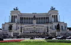 Ancient Rome Private Guided Walking Tour: Colosseum, Forum, Palatine Hill, Piazza Venezia