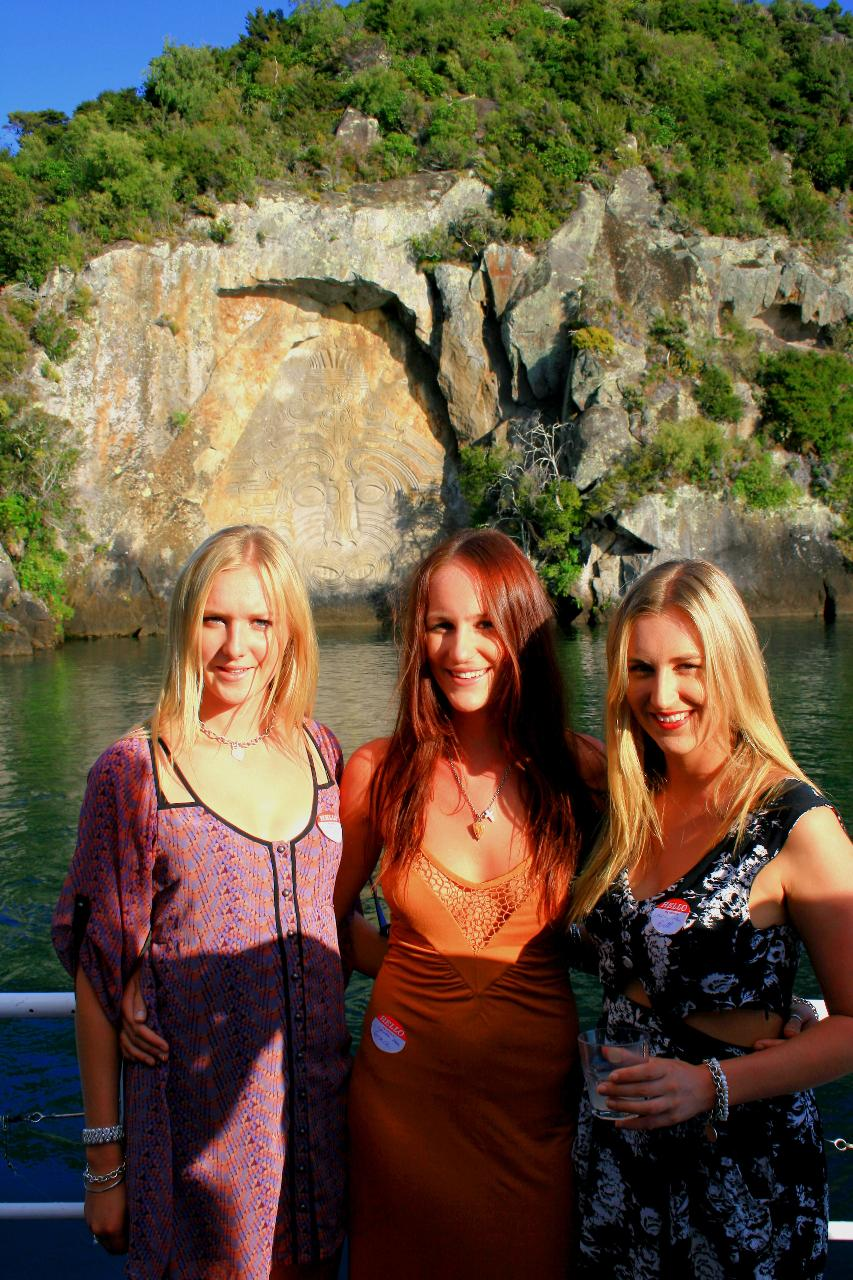 5pm SCENIC Māori Rock Carvings boat cruise- VIEWS and VIBES mates rates