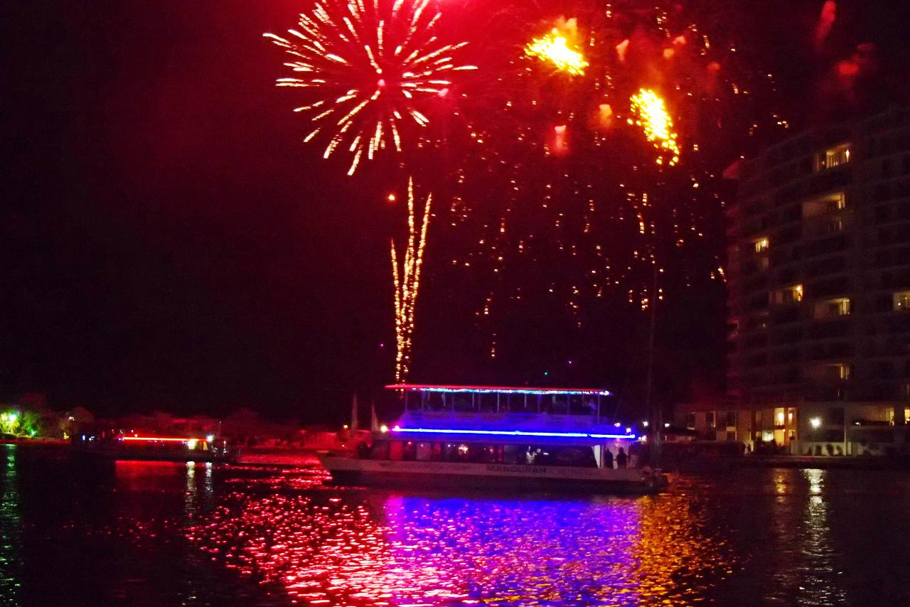 2Hr New Years Eve Christmas Lights & Fireworks Cruise