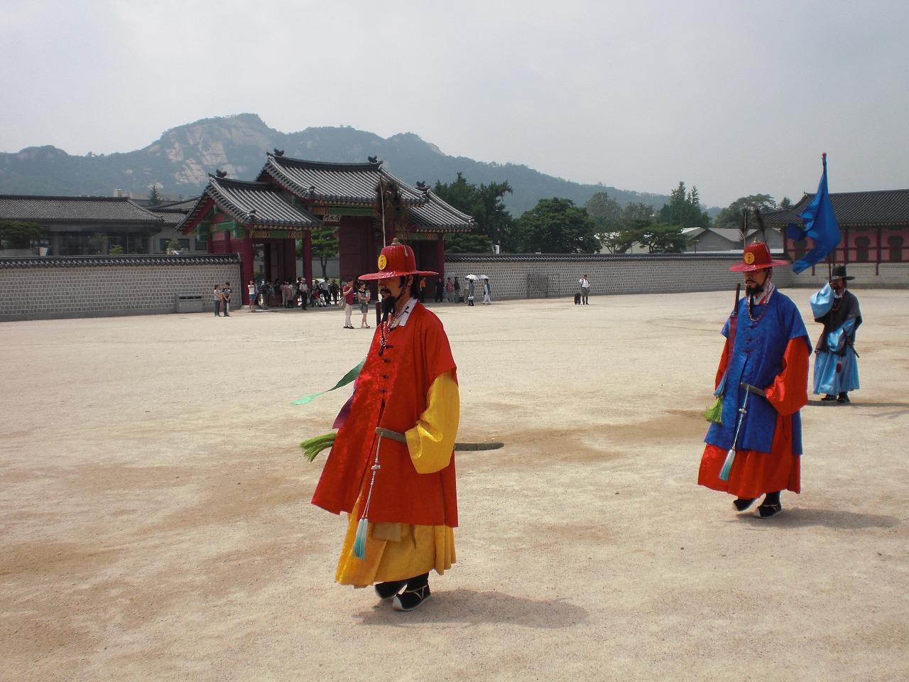 Small Group Tour to Gyeongbokgung Palace and Bukchon Hanok Village