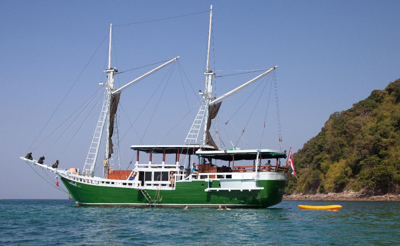 Explore n' Chill Cruise for 4 Days  visiting Phi Phi, Krabi and Koh Hong Krabi