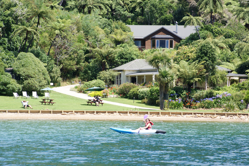 4 Day Premier Independent Walk - Furneaux Lodge, Mahana Lodge & Lochmara Lodge