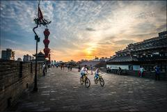2-hour Xian Walking Tour to City Wall with Cycling Option