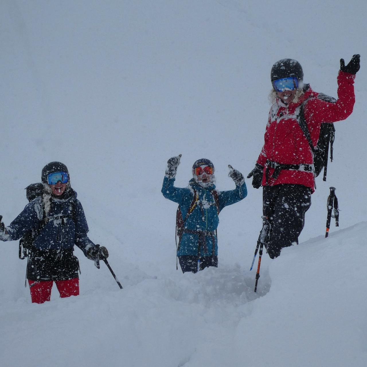 Japan- Girls Do Ski