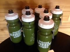 DiggerKneedsKnees_Bottle