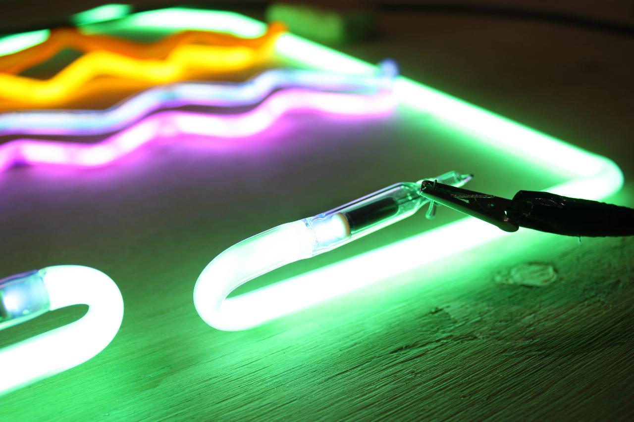 Neon Continuing