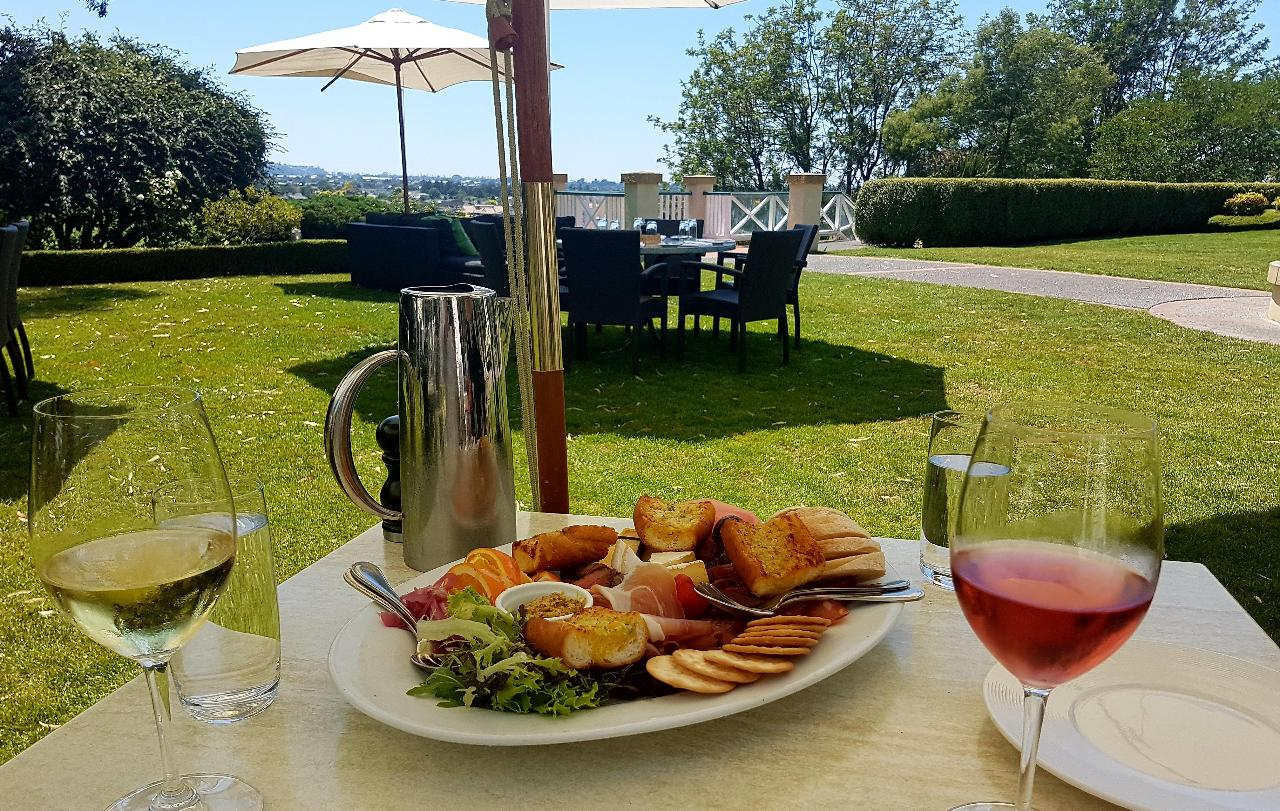 Napier City and Scenic Hawke's Bay Private Tour, including Devonshire Tea & Gourmet Platter Lunch (6 Hours)
