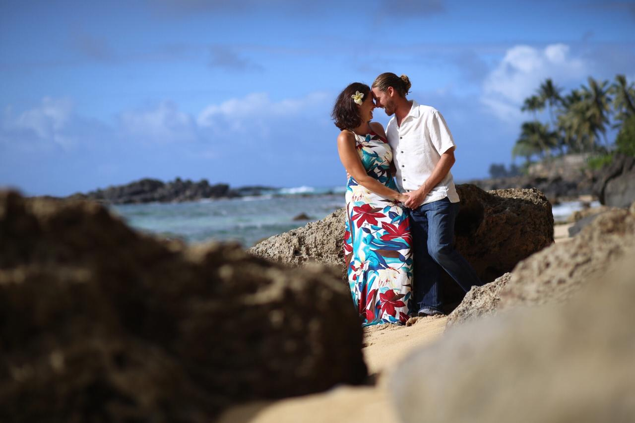 I Heart Hawaii Styled Photo Shoot (For Couples, Singles, Groups and Families)