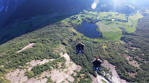 Wingsuit_Basejump_2_noglow_lg