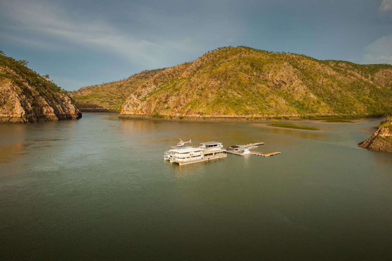 Horizontal Falls Discoverer (with fast boat ride) ex Derby