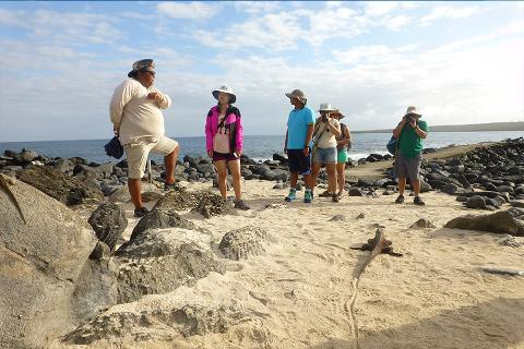 Tour_Isla_Espa__ola_Galapagos_guia