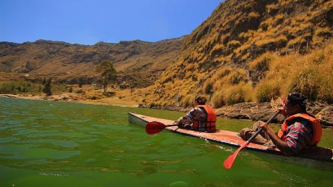andes_and_amazon_quilotoa_crater_lake_7
