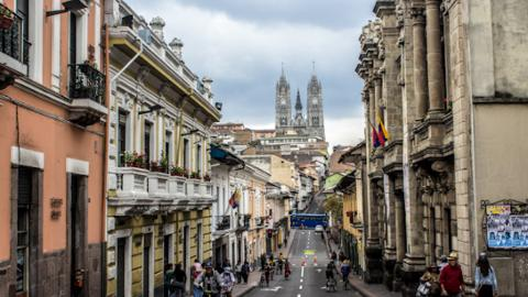 Shared Tour:Full Day Quito City and Middle of the World Monument Tour