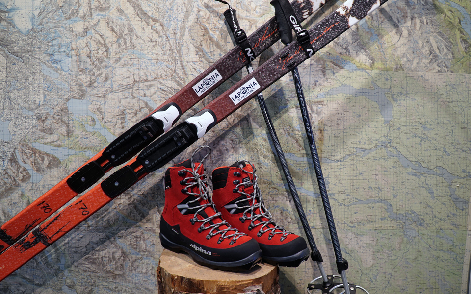 Ski equipment package (ink. skis, boots, poles, skins)