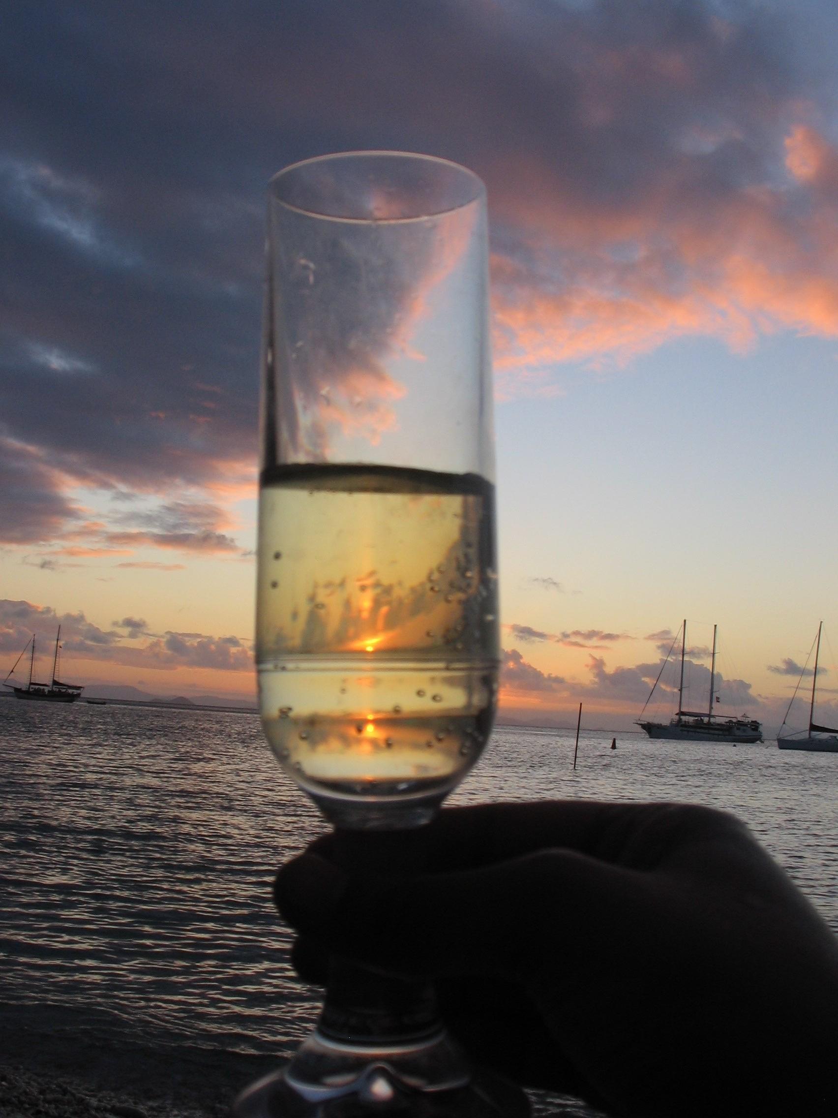 Champagne Sunset Sail (3 hrs 5 - 8pm)
