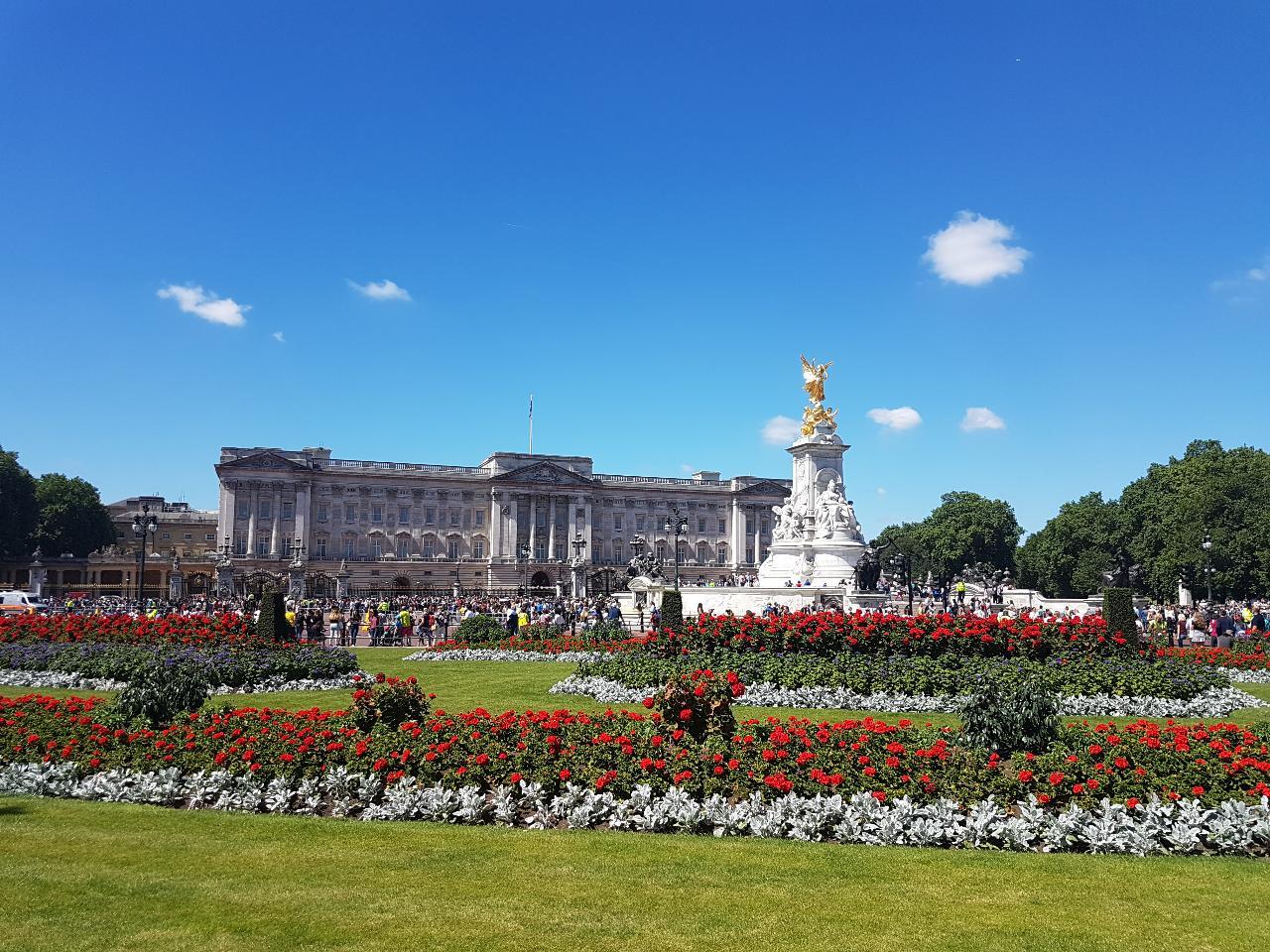 Palaces & Parliament Walking Tour