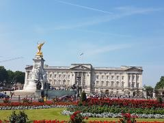 Palaces & Parliament Walking Tour. Private Group