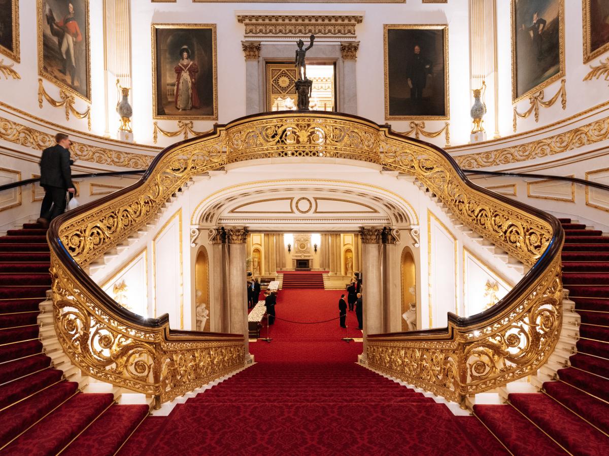 Full Royal Tour: Visit Buckingham Palace