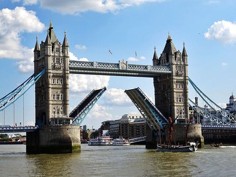 Southbank Tour : 15+ Top Sights including Castles & Bridges