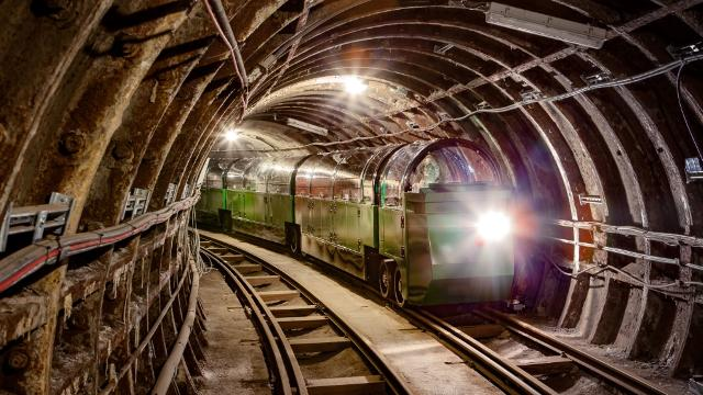 Go Deep Under London At The Postal Museum & See 30+ London Top Sights