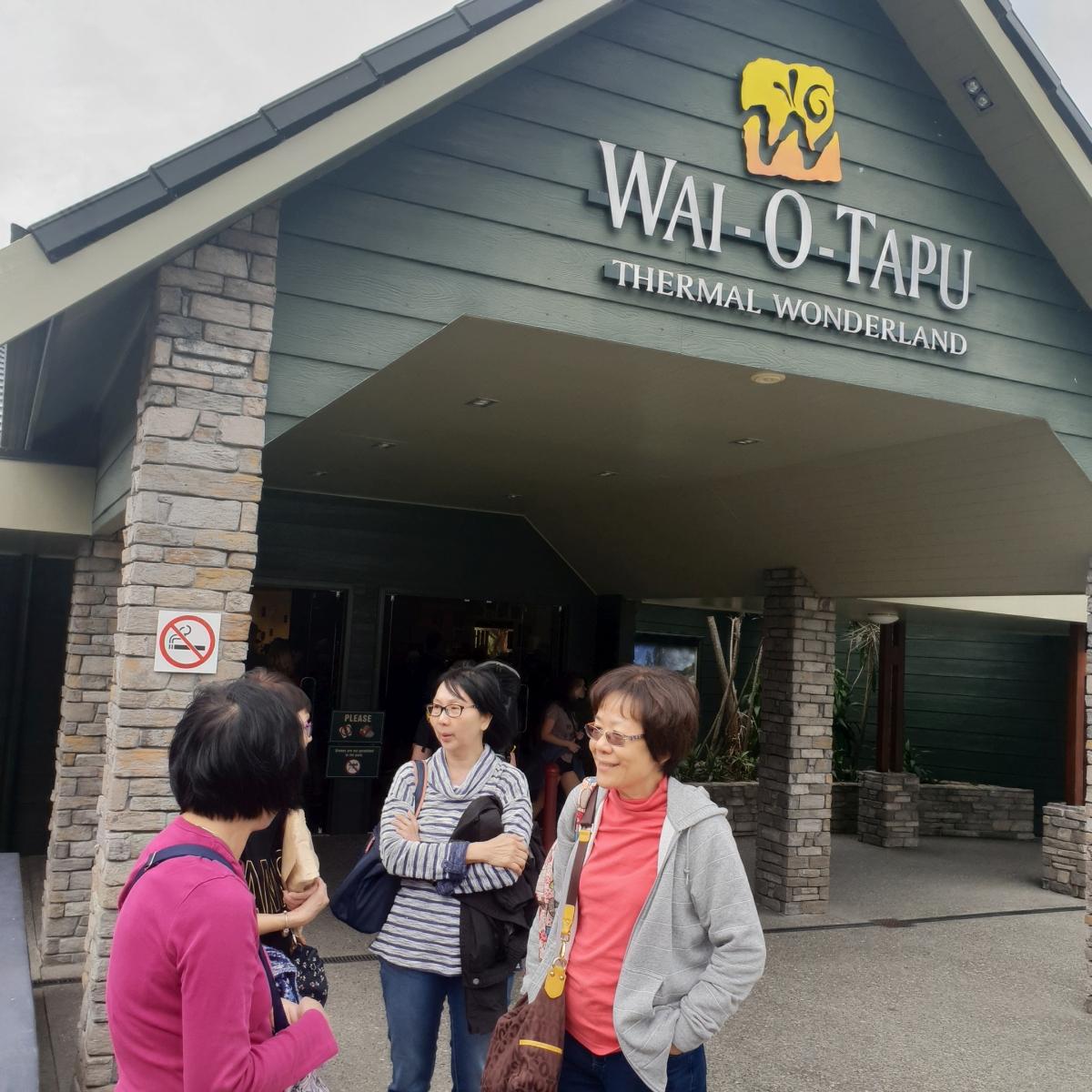 Rotorua, Hobbiton & Waitomo Caves Van Tour