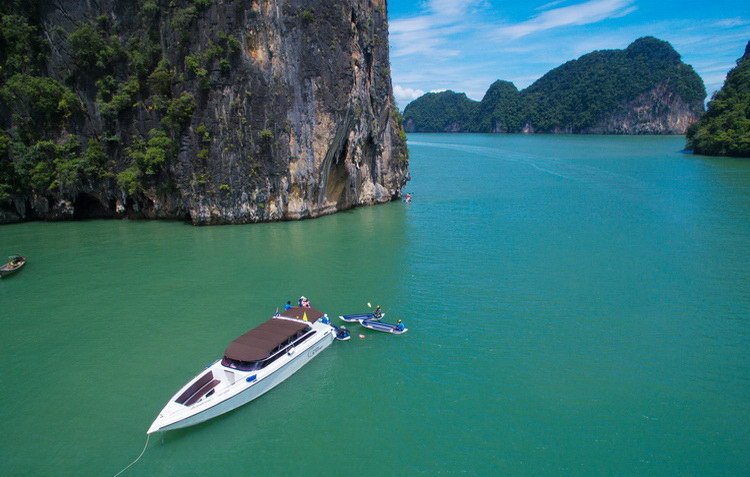 Phang Nga Bay: Kayak and Snorkeling Day Trip in English