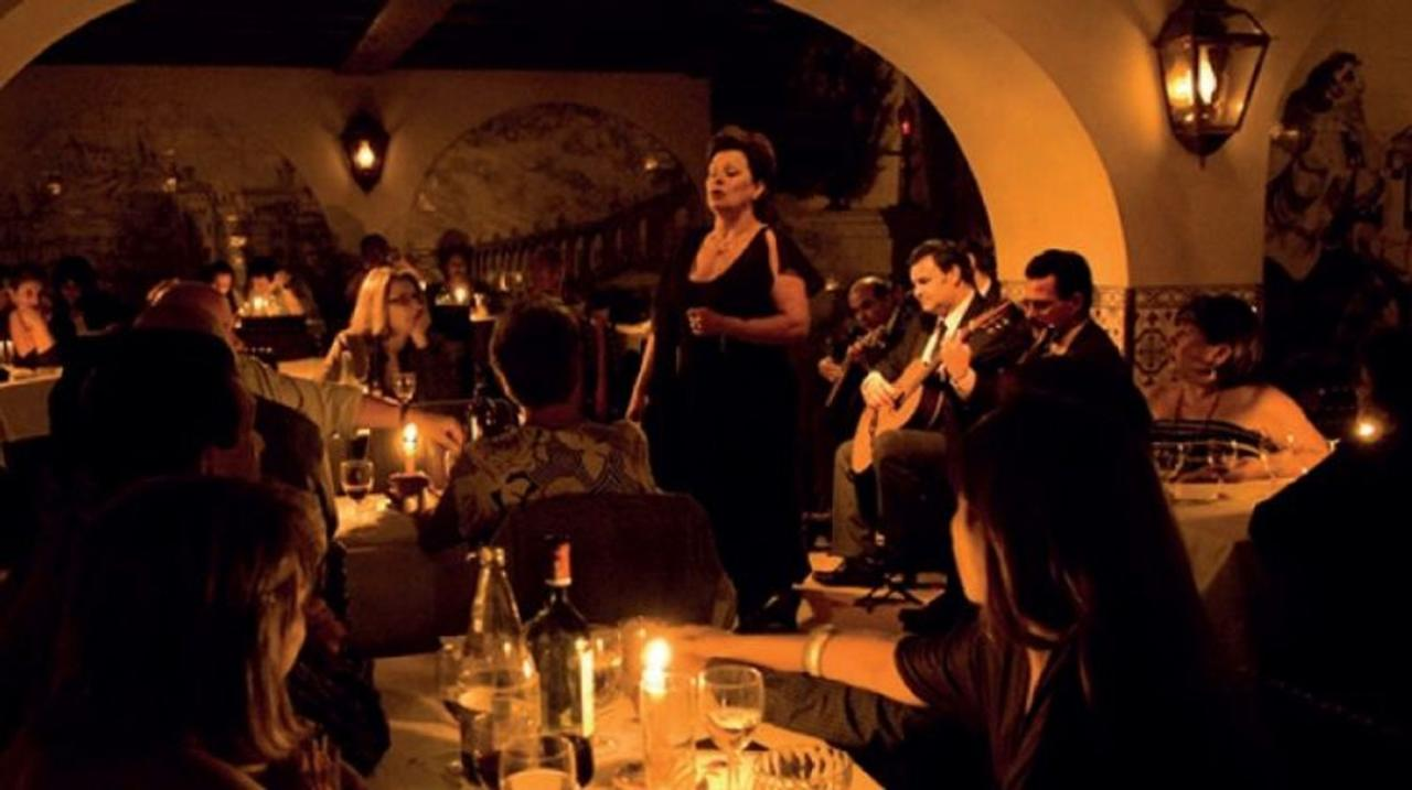 Lisbon: Live Fado Show with Lunch
