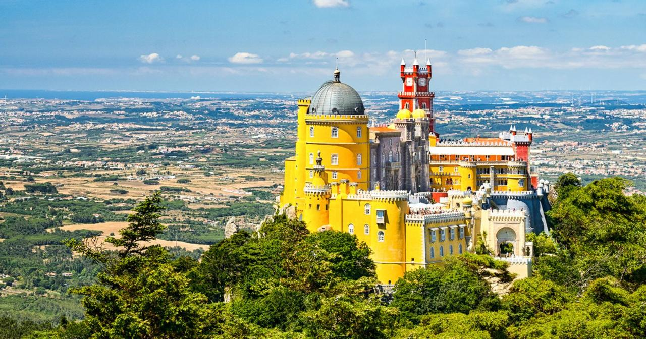 From Lisbon: Sintra and Cascais Private Tour Full Day