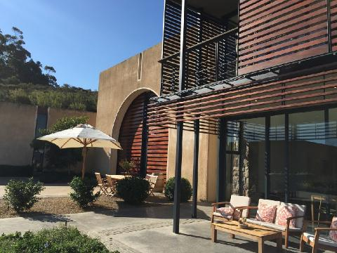 4x4_adventure_experience_wine_farm_tasting_room_front_of_building