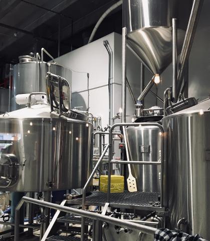 abfceff5dbb940b690e382044d5f31c9Iron_Road_Brewery_Kamloops1
