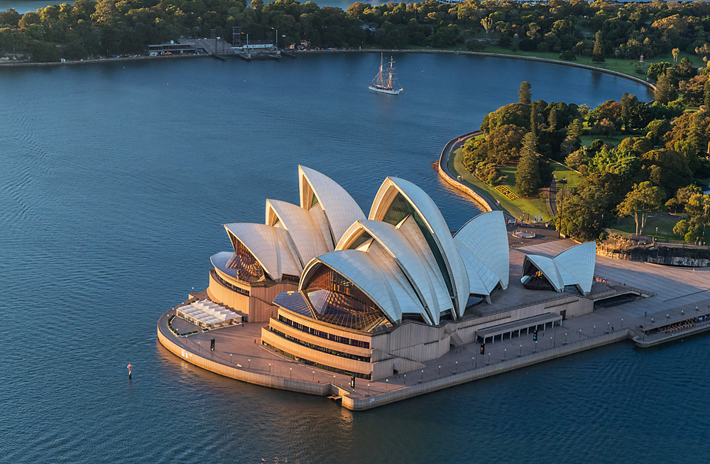 Combo 3: Blue Mountains All-inclusive Tour + Hop-on Hop-Off Bus + Taronga Zoo + Sydney Opera House Tour