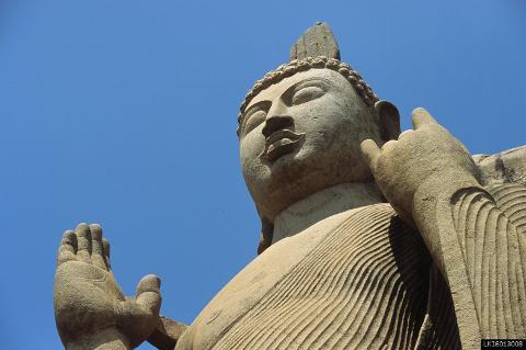 Yapahuwa, Sasseruwa and Auvkana Buddha Statue from Sigiriya