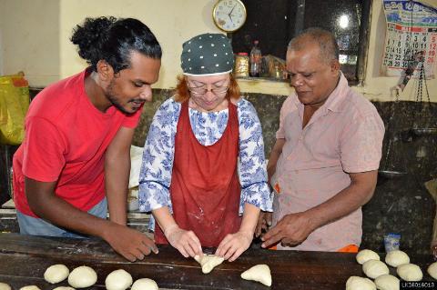 Sri Lankan Local Baking Experience