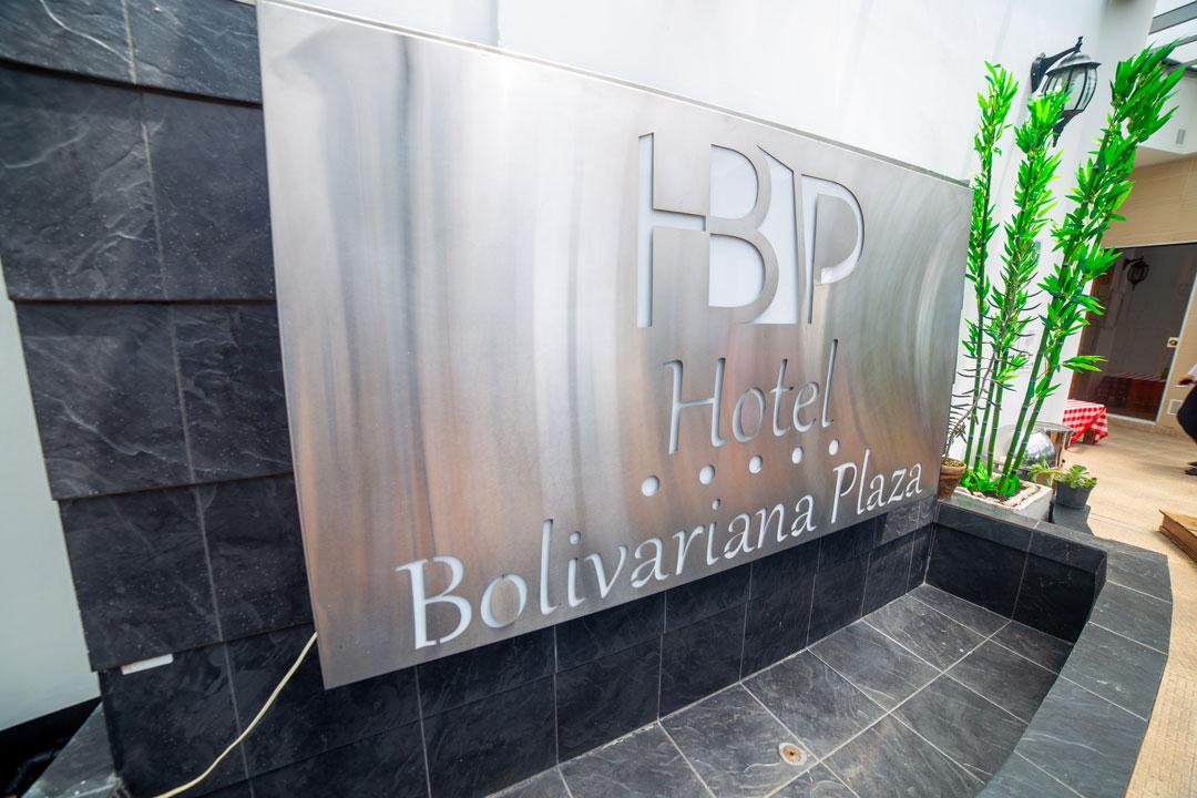 4 días & 3 noches en Hotel Bolivariana Plaza  - Tour Guatapé, recorrido de luces y Citytour
