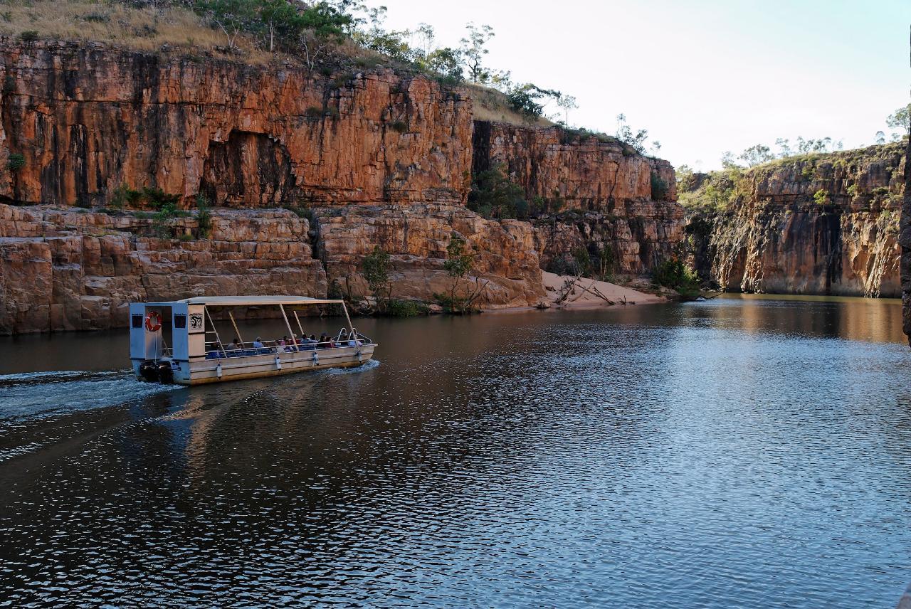 Alice Springs to Darwin via Utopia, Devils Marbles Mataranka, Daly Waters Katherine Gorge Tour 5 days