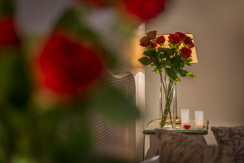 Room of Roses and led Candles hotel delivery