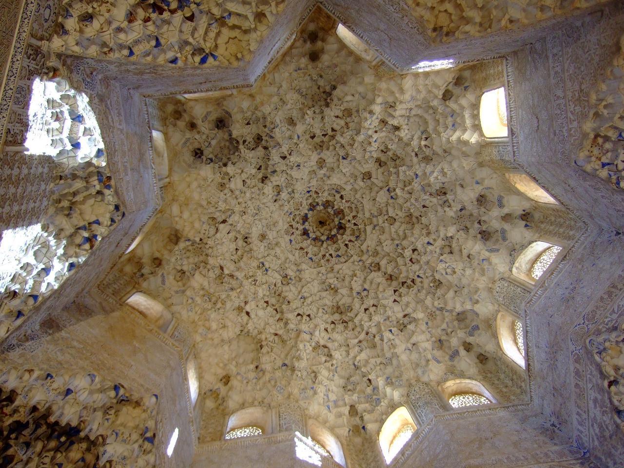 Dobla de Oro Level : Alhambra y Monumentos Hispanomusulmanes del Albaicin. Tour en Español