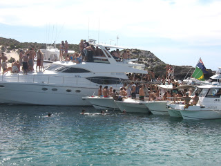 EARLYBIRD SPECIAL ALL DAY ROTTNEST OR RIVER PRIVATE BOAT CHARTER (eg 9am - 4pm)