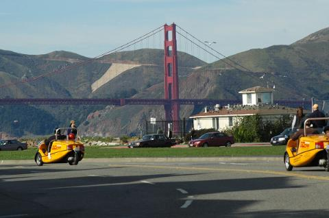 3 PERSON SPECIAL, GoCar +Scooter: 2HR tour - San Francisco Golden Gate Bridge and Back Loop (2 hour tour for 3 people)