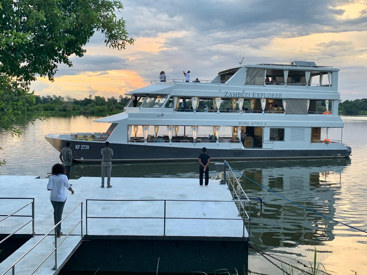 The Eatery Pot & Cruise (Luxury Deck)