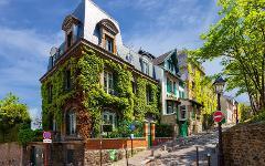 Paris: Romantic Montmartre Exploration Game
