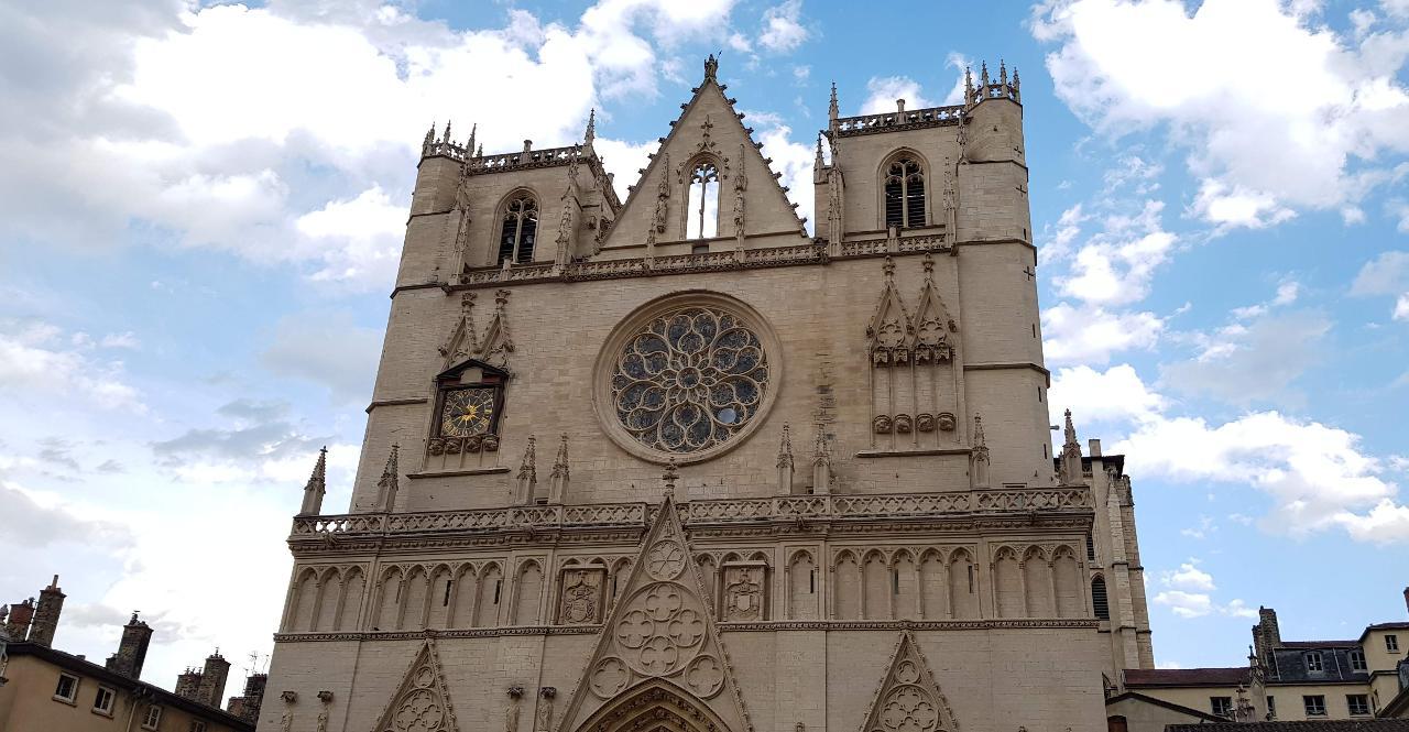 Lyon: Haunted Lyon City Exploration Game & Tour