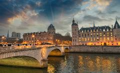 Paris: The Mona Lisa Curse Exploration Game and Tour