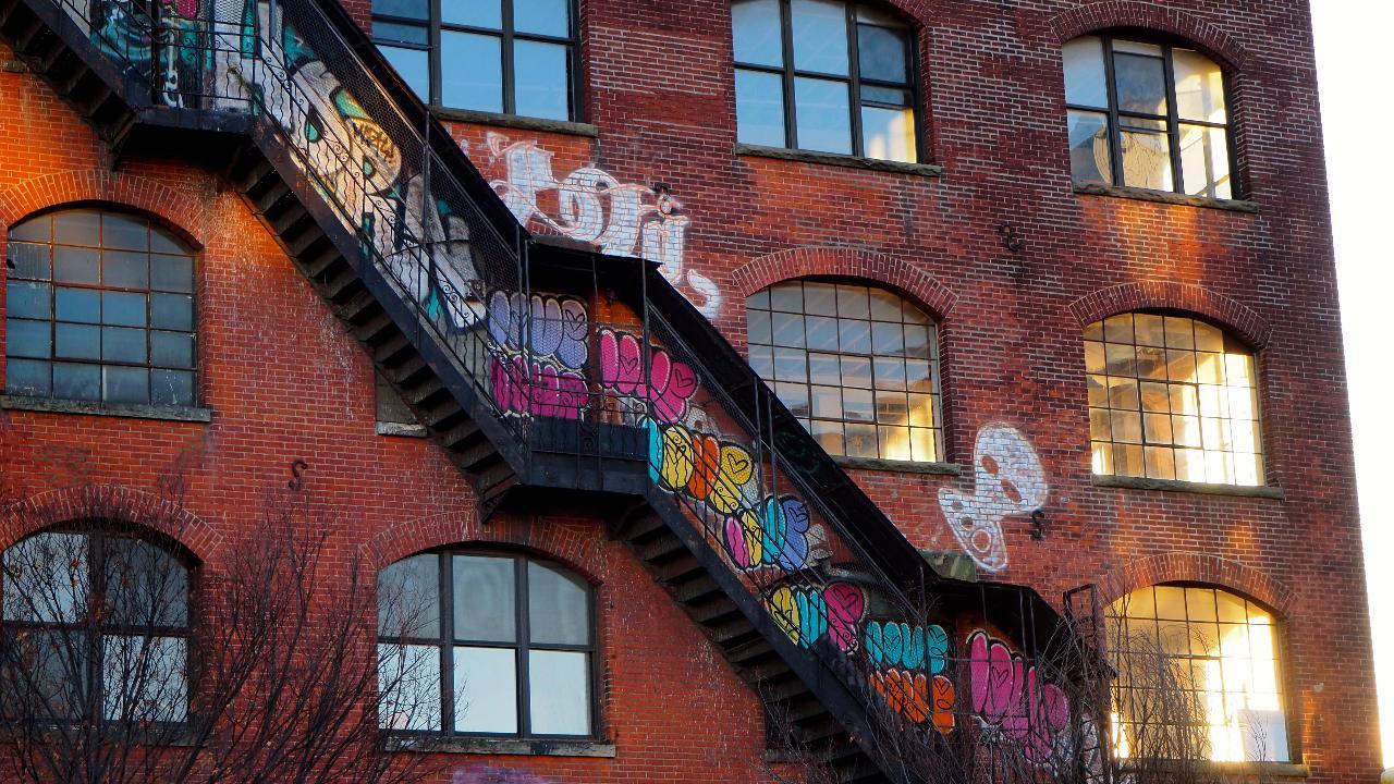 New York City: Williamsburg Street-Art Exploration Game in Brooklyn