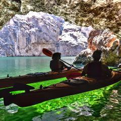 KAYAK EMERALD CAVE