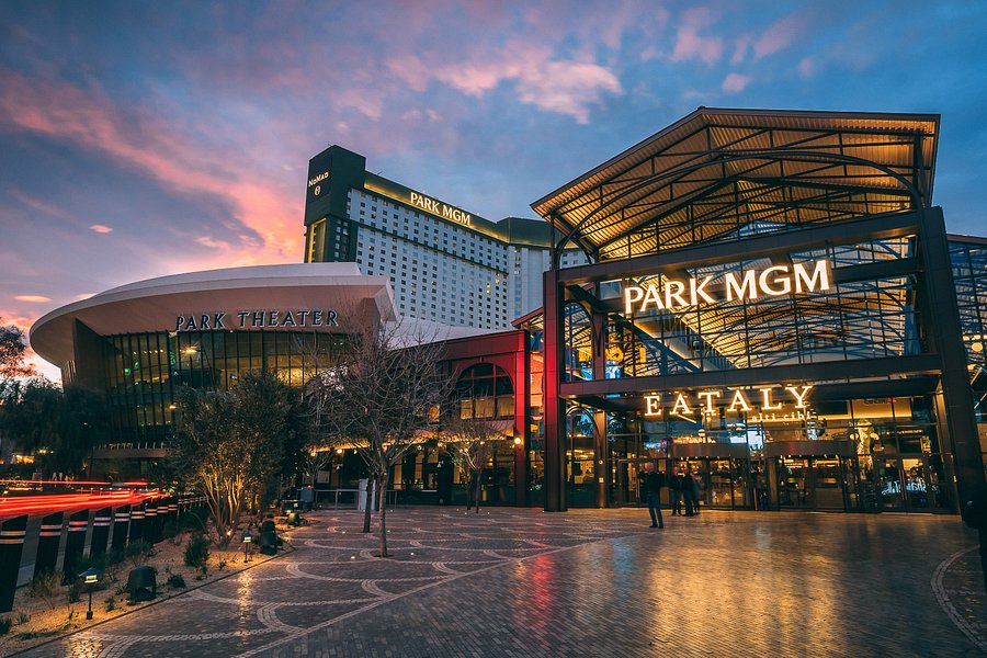 5pm Self-Guided Finger Licking Foodie Tour - Park MGM