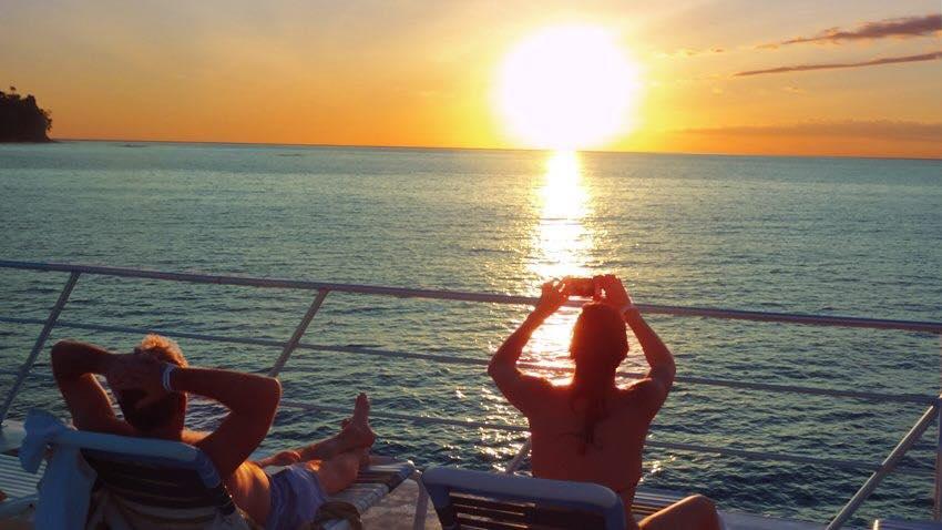 Catamaran Snorkel & Sunset - Villa Caletas & Zephyr Palace